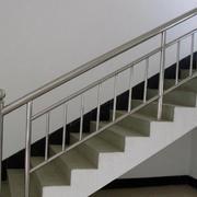 光滑的不锈钢楼梯