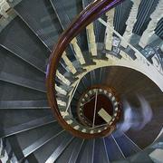 深色调楼梯