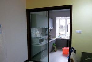 方便省力:120平米厨房推拉门效果图