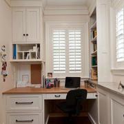 白色调书柜