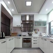 白色简约风格厨房装修