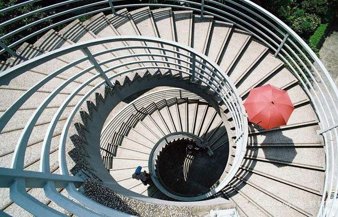 2015壮丽宏伟新时尚旋转楼梯装修设计效果图