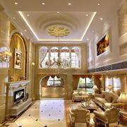 金色调客厅吊顶装修
