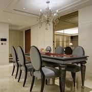 三室两厅两卫餐桌