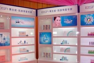 塑造完美女人的化妆品玻璃展柜装修图片效果图