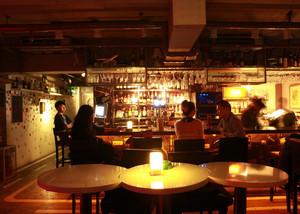 欢乐潇洒地:都市酒吧墙体彩绘装修效果图鉴赏