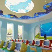 蓝色调幼儿园教室墙面