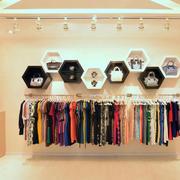 暖色调服装店设计