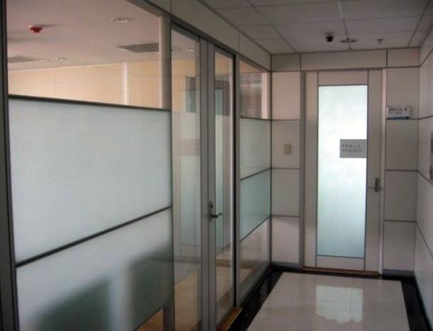有隐私 办公室磨砂玻璃隔断装修效果图 齐