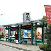 青色调公交站图片