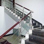 干净的楼梯扶手装修
