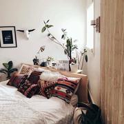 小卧室床头装修
