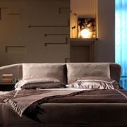 主卧室榻榻米床欣赏