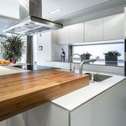干净整洁厨房装修