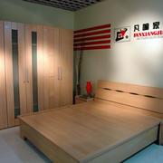 木质双人床图片
