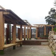 别墅木质凉亭