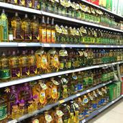层次分明超市货架