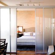 敞亮型卧室门
