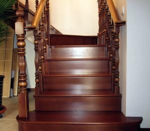唯美与端庄并存:精美复式楼梯装修效果图鉴赏