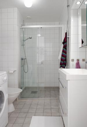 别墅纯白色卫生间装修效果图