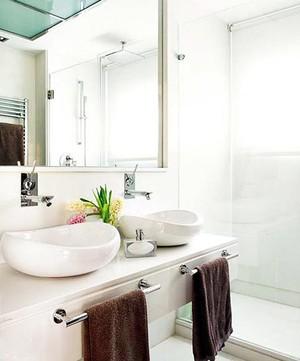 有效利用空间:都市卫生间双人洗手台装修设计效果图欣赏