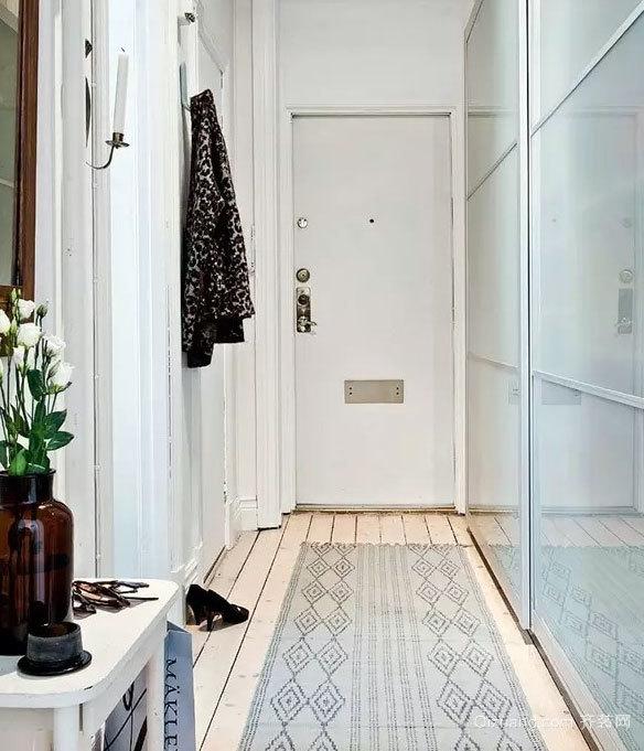 60平米经典白与木色搭配的单身小公寓装修