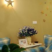 婚房简约风格客厅置物架装饰