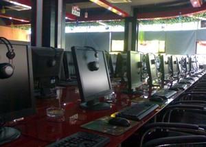 网吧桌椅装修