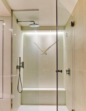 专业技术设计:大户型卫生间玻璃隔断墙装修效果图