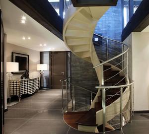 带有艺术气息的现代型旋转楼梯装修效果图