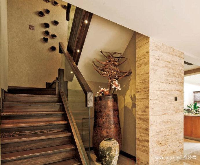 花样百出的复式楼木制楼梯装修效果图
