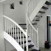 白色调楼梯设计