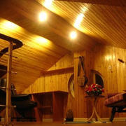 美式原木斜顶阁楼装饰