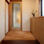 日式经典浅色原木玄关装饰