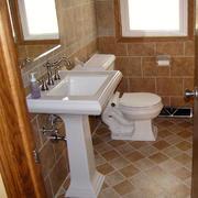 简约风格拼色卫生间瓷砖装饰