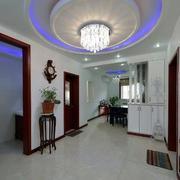 三室一厅玄关大型灯饰装饰