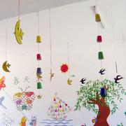 现代简约风格幼儿园手工装饰品吊顶