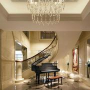 跃层奢华风格旋转式楼梯装饰