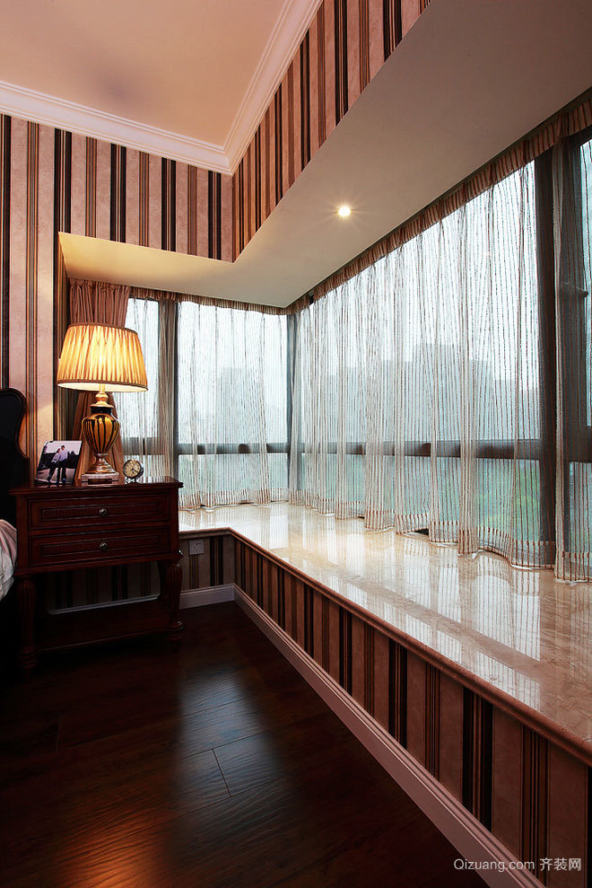 唯美的飘窗窗帘装修效果图展示