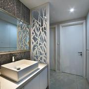 三室一厅简约风格卫生间隔断装饰