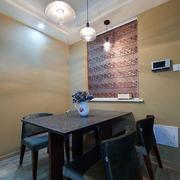 小户型原木深色系餐桌装饰