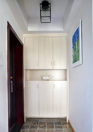 三室一厅简约风格玄关橱柜装饰