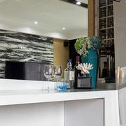 后现代风格别墅客厅吧台装饰