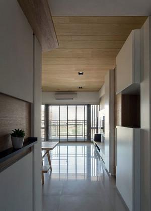 客厅的过渡:清新雅致原木搭配的日式玄关装修效果图