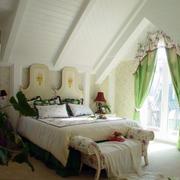 地中海风格斜顶式卧室装饰