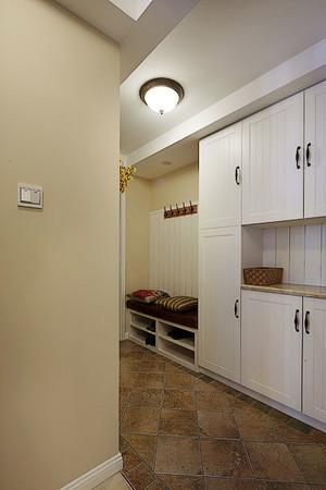 三室一厅简约风格玄关装饰
