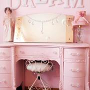 欧式粉色系梳妆台装饰