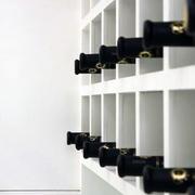 后现代风格简约白色酒柜隔断