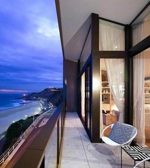 大型海景房别墅阳台装饰
