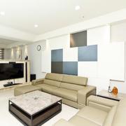 后现代风格浅色皮制沙发装饰